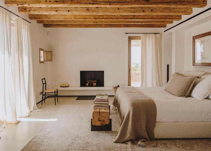 dormitorio de estilo minimalista y mediterraneo