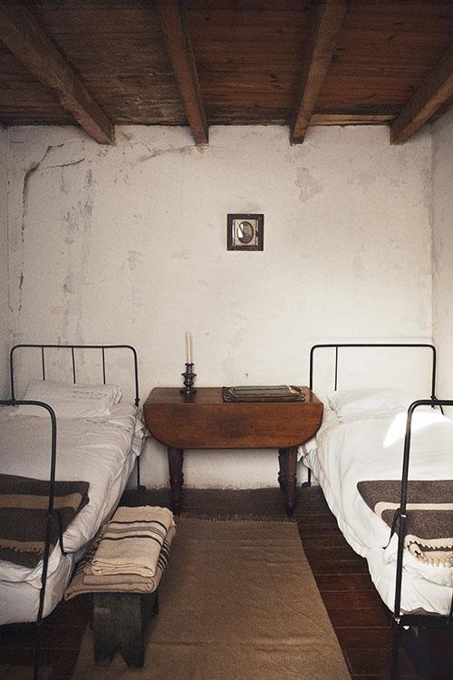 Dormitorio de estilo rustico