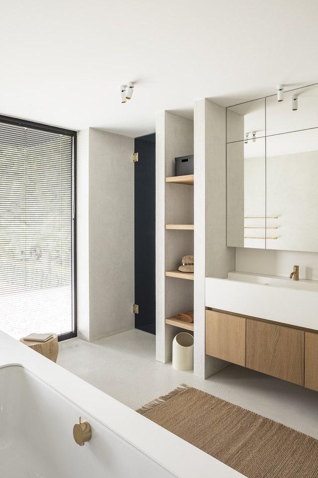 gabinete de madera debajo de la encimera del baño
