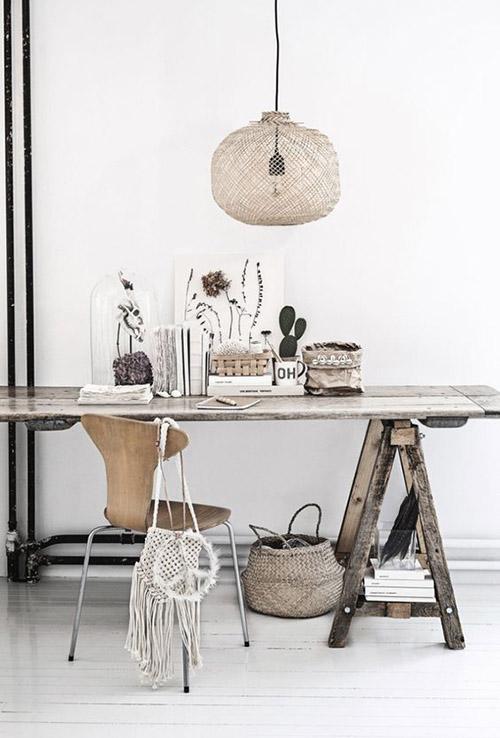 Muebles de madera y accesorios de mimbre
