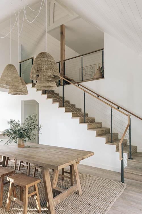 muebles y fibras naturales en una casa de playa