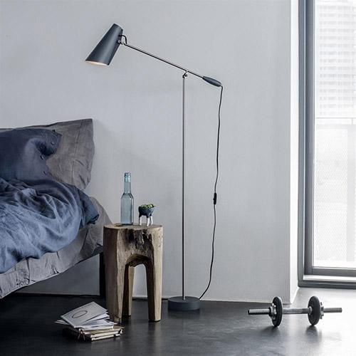 iluminación del dormitorio con lámparas de pie