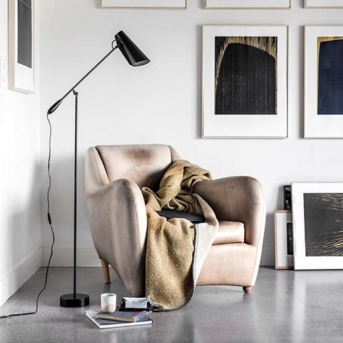 cómo iluminar un salón con lámparas de pie de estilo nórdico