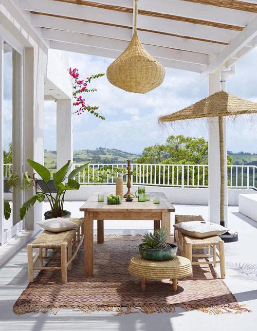 Lámpara de mimbre para decorar la terraza