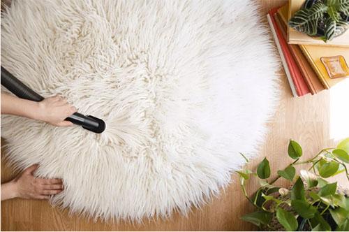 Cómo limpiar una alfombra de pelo largo