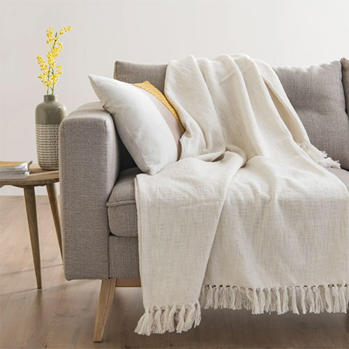 plaid para decorar el sofá