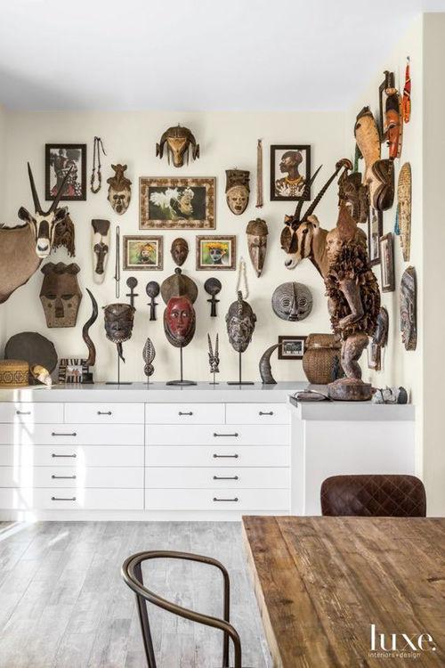 Decoración de paredes con máscaras africanas