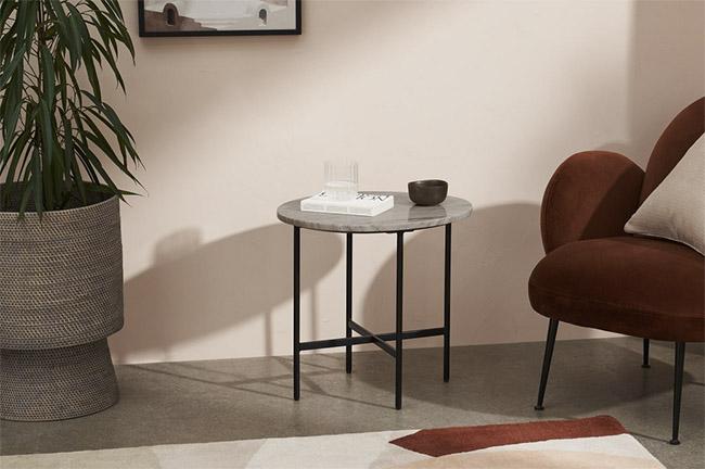 mesa auxiliar nórdica redonda de mármol