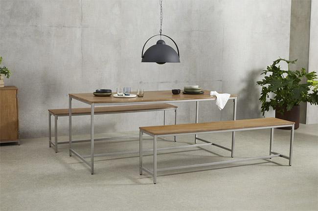 banco y mesa de comedor de madera y metal de estilo vintage industrial