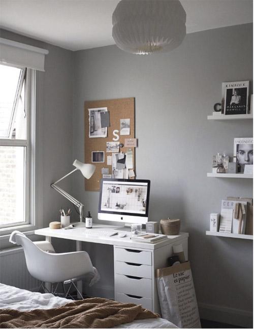 Mesa de trabajo en la habitación de casa