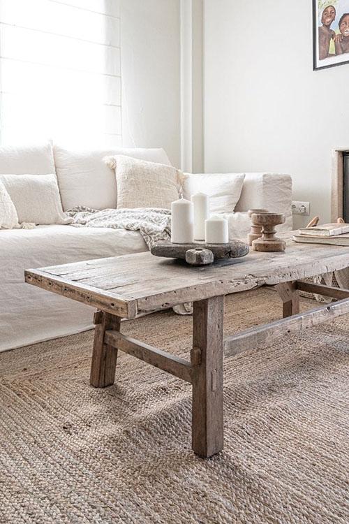 mesa baja de madera rústica para decorar el salón