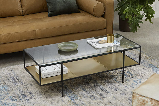 mesa vintage auxiliar de cristal y latón