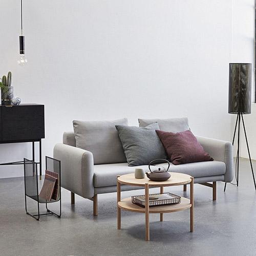 mesa redonda de madera de diseño escandinavo