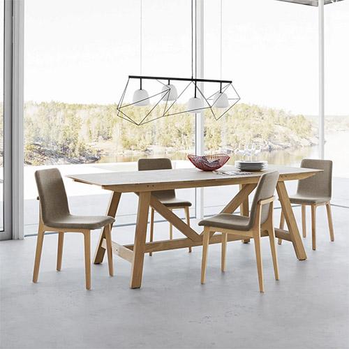mesa rústica de comedor de madera