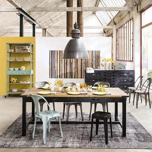 mesa de comedor de estilo industrial de madera