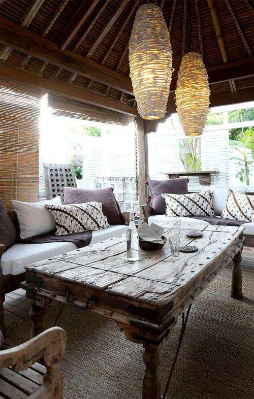 Mesa de centro de madera maciza para la terraza