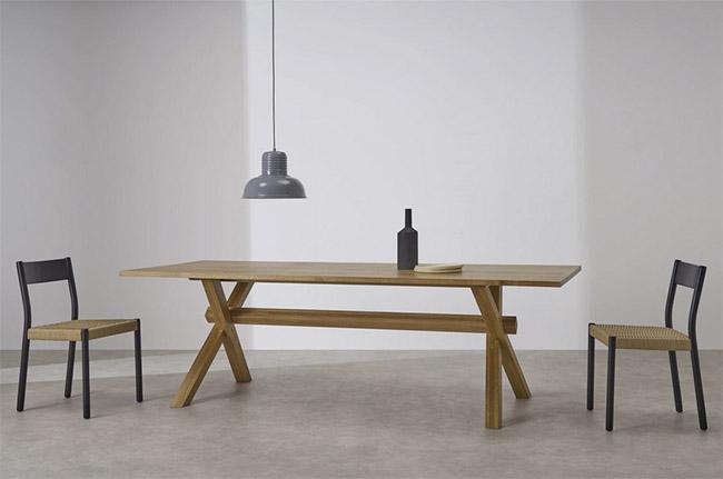 mesa de madera maciza de estilo rústico