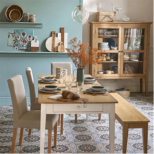mesa de comedor de estilo rústico vintage