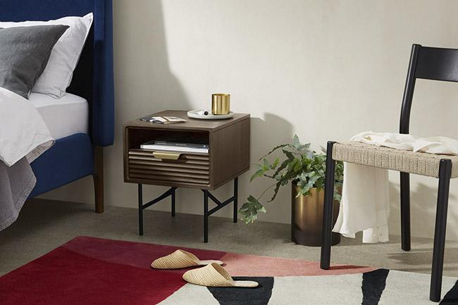 mesa de noche vintage de madera