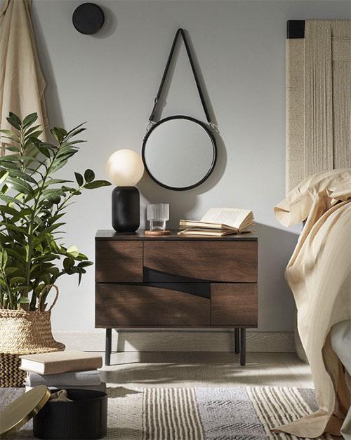 mesa auxiliar vintage de madera para decorar el dormitorio