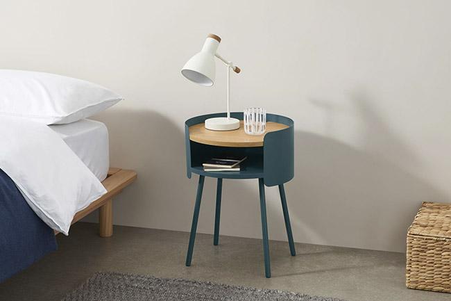 mesa de noche de estilo retro