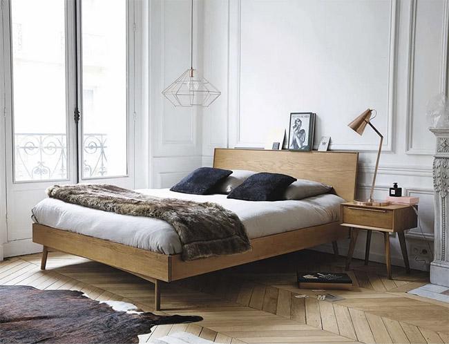 mesa de noche de madera con un cajón de estilo vintage
