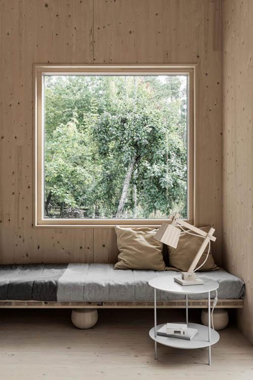 Muebles de madera para una cabaña en la montaña