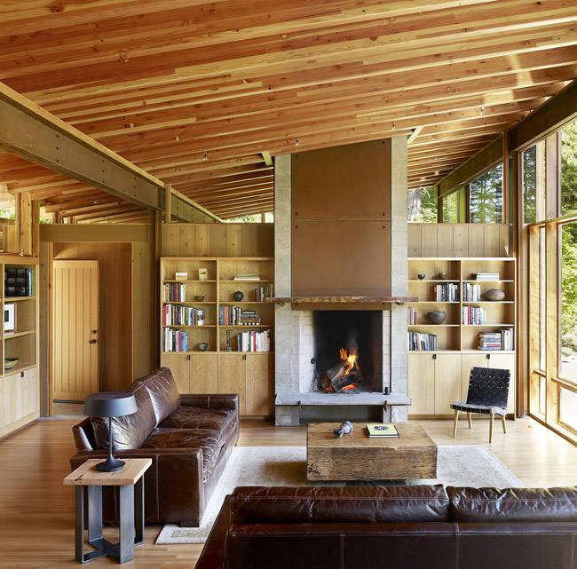 Muebles de piel para decorar el salón de una casa de madera