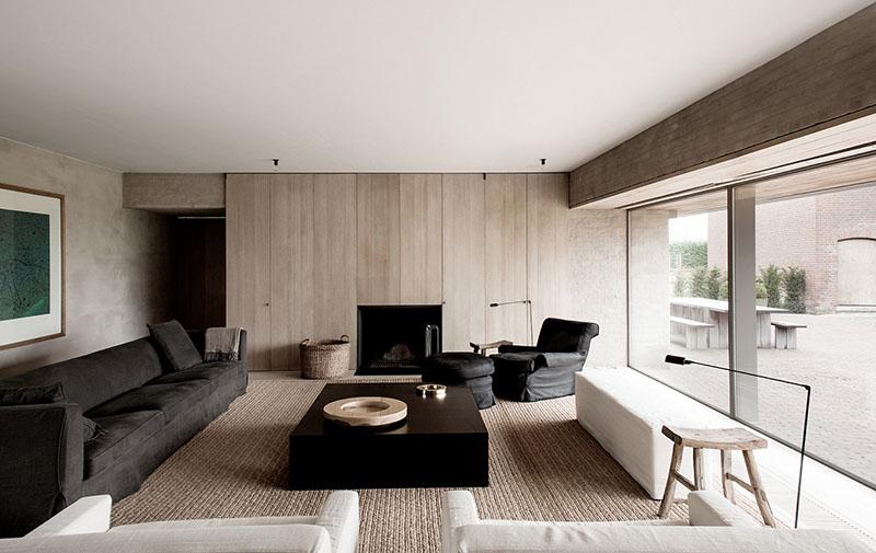 Un salón de diseño moderno y minimalista en una antigua granja