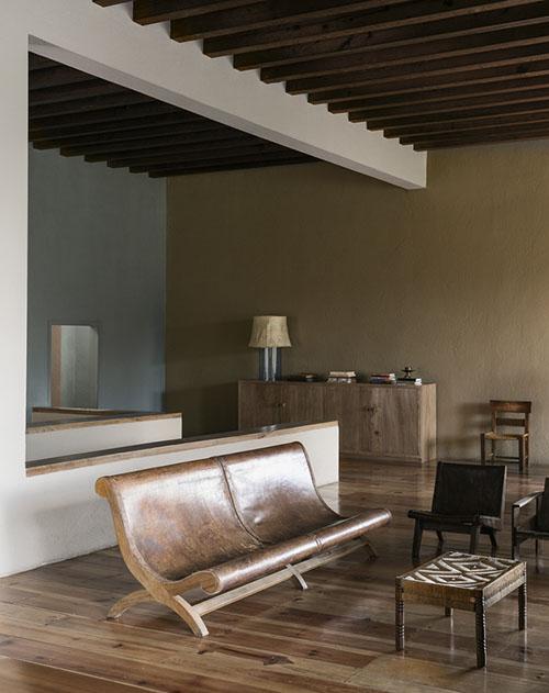 Muebles de diseño en una casa de campo