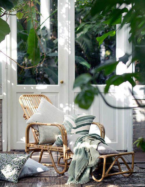 Tumbona de mimbre para el porche o la terraza