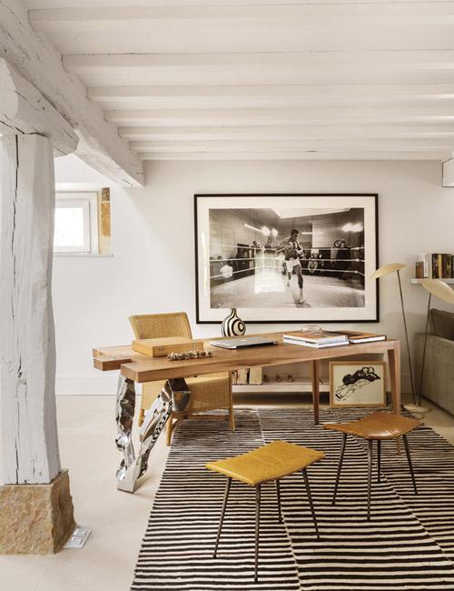 Muebles de diseño en un salón rústico moderno