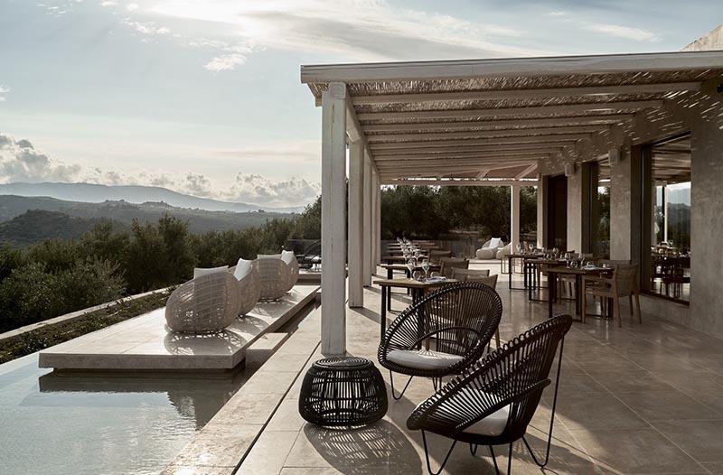decoración de terrazas con muebles de mimbre y ratán