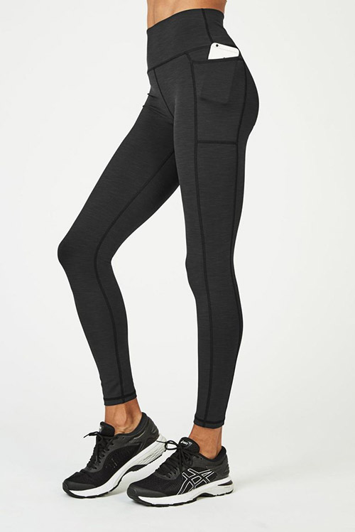leggings de color negro para practicar yoga