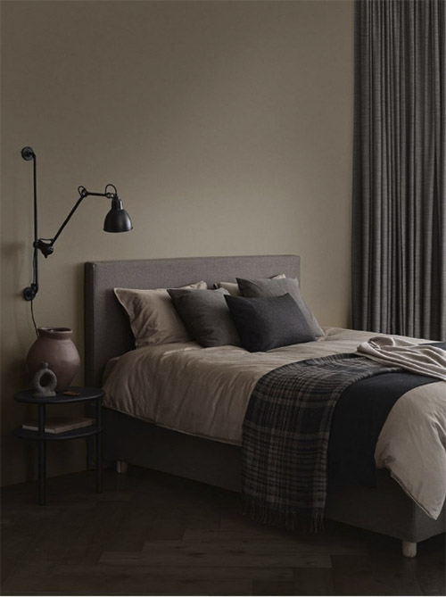 Colores oscuros para pintar las paredes de una habitación de dormir