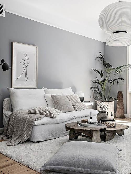 Detalles en madera y latón en los interiores con tonos neutros