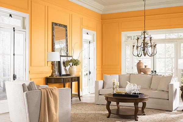 Salones con paredes de color naranja