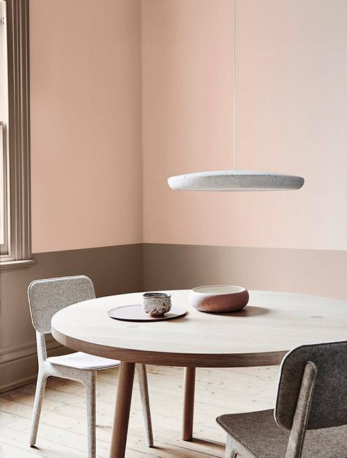 Pintura de color rosa para pintar las paredes