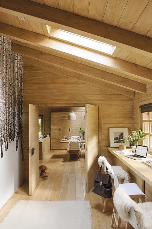 Madera y pieles en una casa de campo