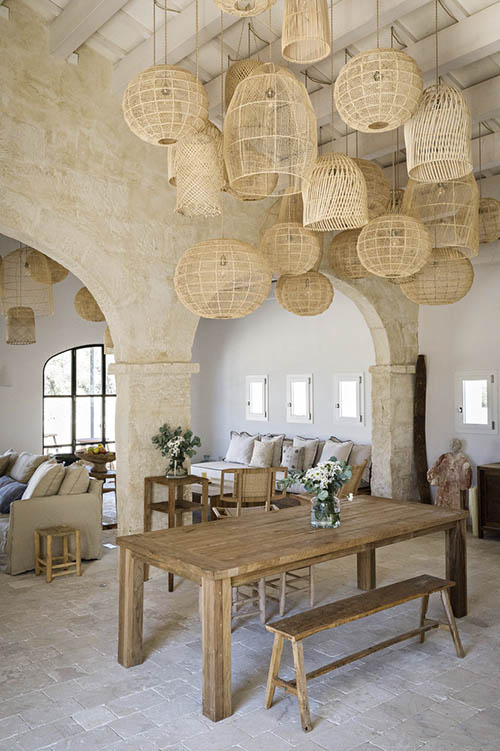 muebles de madera en la decoración de estilo meditrraneo