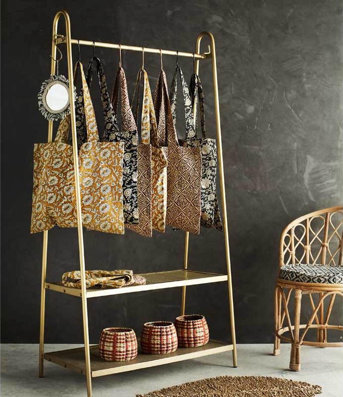 perchero dorado de diseño vintage