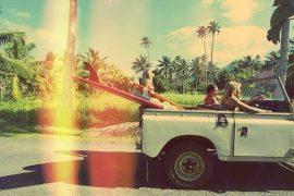 Surfistas en la isla de bali