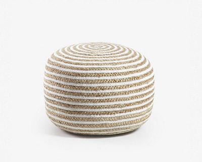 puff de fibra natural de color blanco