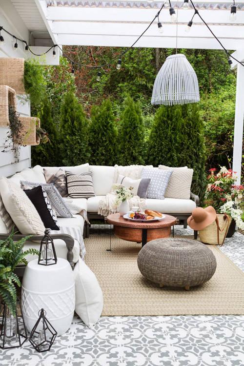 Muebles de mimbre en la decoración de espacios exteriores