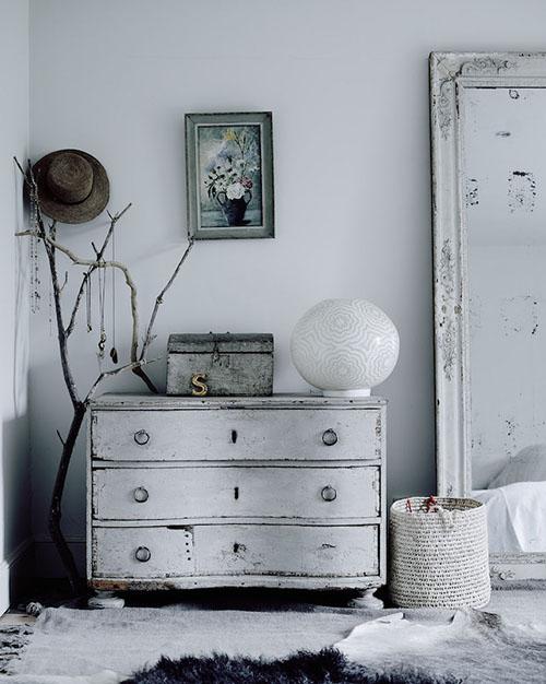 ramas de madera para decorar la habitación