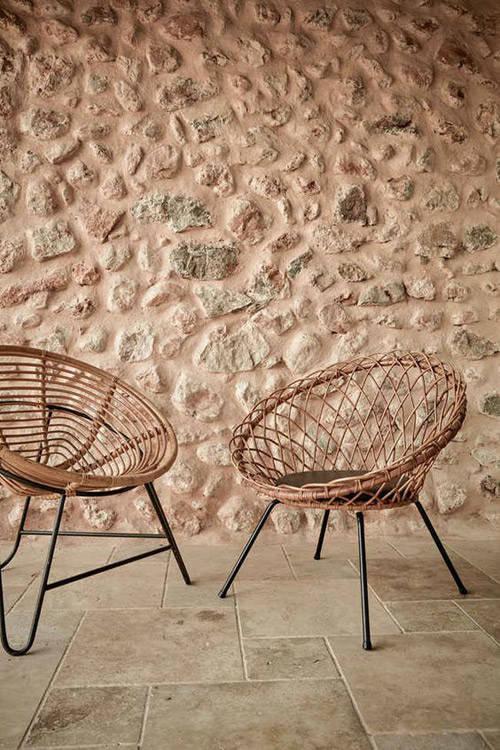 decoración de la terraza con mobiliario de rattan
