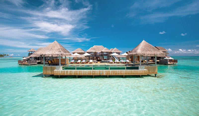resort de lujo sobre el agua en las Maldivas