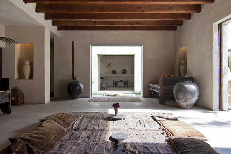 Blanco roto en las paredes de una casa de estilo marroquí