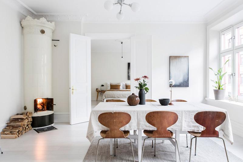 Salón comedor de un aparatmento pequeño de estilo nórdico