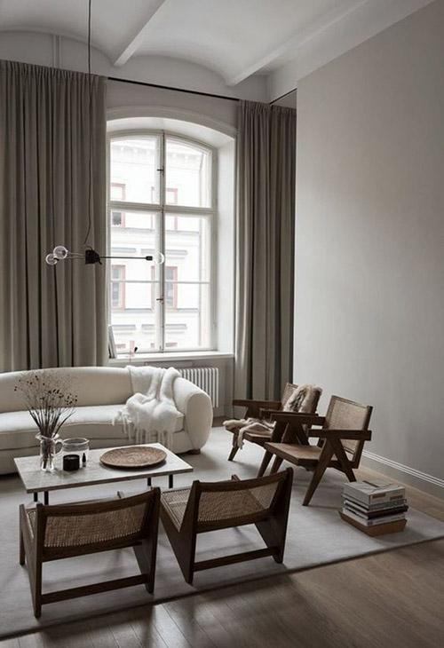 Tonos neutros de gris y beige en la decoración de salones